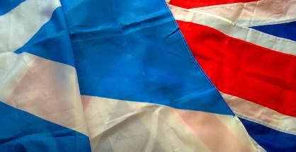 蘇格蘭與英國國旗,by the Laird of Oldham. Shared under a Creative Common Licence