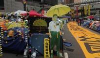 港人爭普選,防胡椒槍擊兼防雨的雨傘成為爭普選運動主視覺。