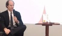 正在與台灣讀者座談的Cass Sunstein