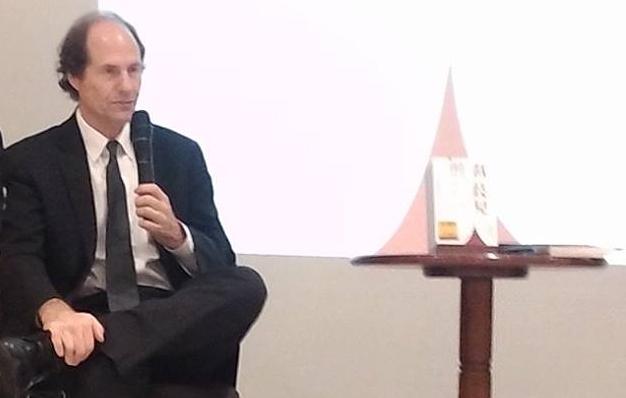 正在與台灣讀者座談的Cass R. Sunstein。攝影/周宇修