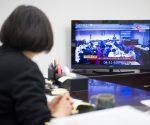 蔡英文自PO臉書在辦公室看國會頻道的情形