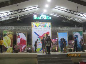 Davao市政府廳前以及為此一節慶搭起的廣場舞台