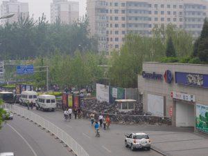 2008年5月,因中国民众抵制家乐福,导致家乐福北京中关村广场店顾客量明显下滑。(取自维基百科)