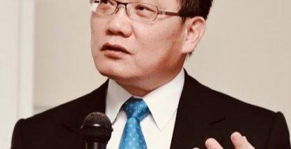 財政部長蘇建榮表示,我國因應疫情增加政府支出,但目前財政穩健,「沒有加稅的需求」。(圖片作者:WenWenNui;授權條款:CC BY-SA 4.0)