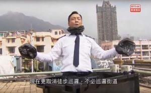 《頭條新聞》單元諷刺港警。(截圖自香港電台YouTube頻道)