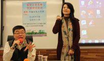 已經離台的東南衞視記者艾珂竹(右)(照片來源:文化大學)
