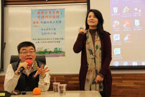 已經離台的東南衛視記者艾珂竹(右)(照片來源:文化大學)