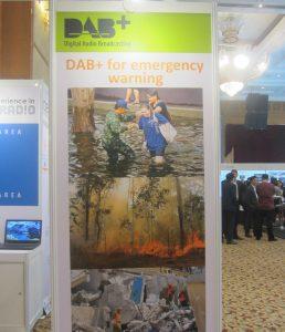 DAB+透過顯著的海報表達在亂世災害中其重要的價值(程宗明/提供)
